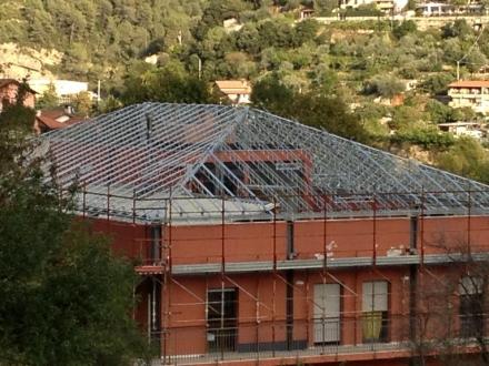 Tetti in legno o ferro luccisano impresa edile impresa for Tettoia inclinata del tetto