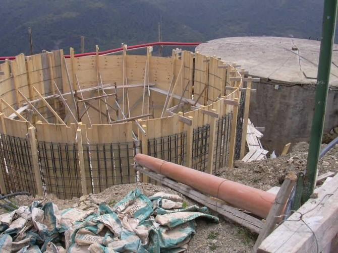 Casa moderna roma italy muri cemento armato - Costruzione piscina in cemento armato ...